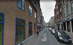 Le jeune homme a été retrouvé inconscient rue d'Amiens, à Lille.