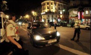 En une heure samedi peu avant l'aube, huit conducteurs sur trente ont été contrôlés avec une dose d'alcool au dessus de 0,5 gramme par litre de sang, lors d'une opération de dépistage d'alcoolémie dans le Quartier latin à Paris, a constaté un journaliste de l'AFP.