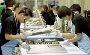 Des employés de l'usine de production de Samsung à Suwon, en Corée du Sud, le 3 mars 2003.