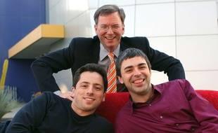 Eric Schmidt, aux côtés des cofondateurs de Google Sergey Brin et Larry Page en 2004.
