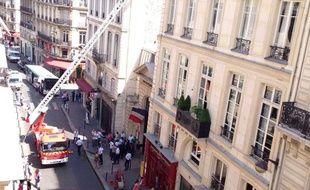 Un incendie s'est déclaré lundi 29 juillet vers 13h sur le toit de la mairie du 9e arrondissement à Paris (photo envoyée par un internaute).