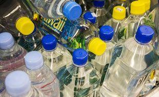 Illustration: De l'eau en bouteille.