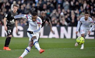 L'attaquant de l'OL Alexandre Lacazette marque contre Metz, le 25 janvier 2015.
