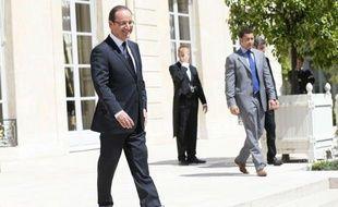 Le président François Hollande a laissé toutes les options fiscales ouvertes pour rétablir l'équilibre des finances publiques, à l'exception de la TVA, réaffirmant que le relèvement de la CSG était une voie possible et renvoyant aux discussions avec les partenaires sociaux.
