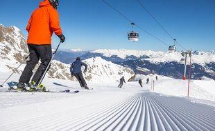 Photo d'illustration de skieurs sur une piste de Courchevel, sur une saison précédant l'arrivée du Covid-19.