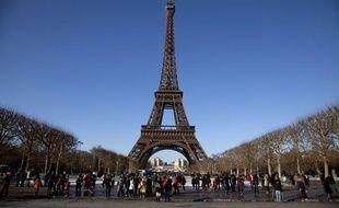 La Tour Eiffel le 25 décembre 2010, Paris.