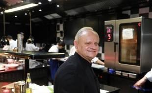 """Joël Robuchon dans son restaurant """"La Grande maison"""" le 6 décembre 2014 in Bordeaux"""