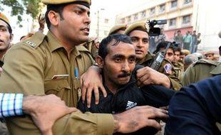 Le chauffeur de la société Uber accusé de viol Shiv Kumar Yadav à la sortie du tribunal de New Delhi le 8 décembre 2014