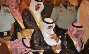 Ailing Saudi King Abdullah bin Abdel Aziz (C) wears a surgical mask as he prays alongside family members during the funeral of his brother, the late Saudi Crown Prince Sultan bin Abdel Aziz, at Imam Turki bin Abdullah mosque, on October 25, 2011 in Riyadh. World leaders, including rival Iran's foreign minister, poured into Riyadh to offer condolences on the death of Saudi Crown Prince, who passed away in the United States where he had been since mid-June for medical treatment. AFP PHOTO/FAYEZ NURELDINE