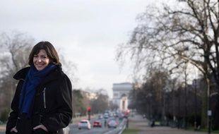 La candidate PS à la Mairie de Paris Anne Hidalgo lors d'un déplacement sur l'avenue Foch le 23 janvier 2014.