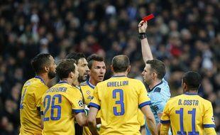 Après un carton rouge, voilà un avertissement pour Gigi.