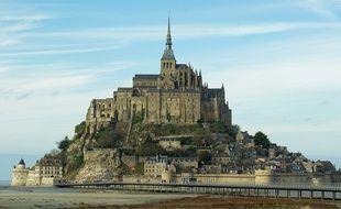 Le Mont-Saint-Michel attire près de 2,5 millions de voyageurs annuels (illustration).