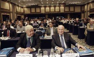 A gauche de Sepp Blatter, l'ancien patron de la CBF, Ricardo Teixeira, fait partie des personnalités accablées par ces nouveaux témoignages