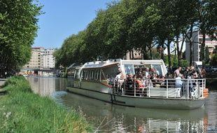 Illustration tourisme fluvial sur le Canal du Midi.
