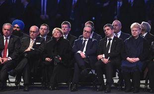 Le président François Hollande (C) avec d'autres personnalités européennes, le 27 janvier 2015 lors de la cérémonie des 70 ans de la libération d'Auschwitz en Pologne
