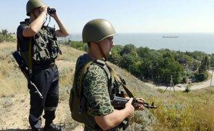 Des soldats ukrainiens surveillent leur frontière, près de Donietsk.