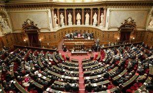 """Le Parlement a adopté définitivement jeudi soir le projet de loi instituant la """"règle d'or"""" d'équilibre des finances publiques prévue par le traité budgétaire européen, le Sénat l'ayant voté à une très grande majorité quelques jours après l'Assemblée nationale."""