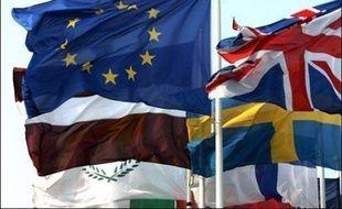 La République tchèque a pris mercredi à minuit heure locale (23H00 GMT) la succession de la France à la présidence semestrielle de l'Union européenne (UE), marquée à Prague par l'illumination du métronome géant qui surplombe le centre ville.