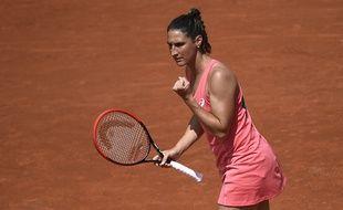 Virginie Razzano est qualifiée pour le deuxième tour de Roland-Garros.