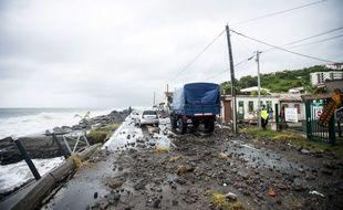 """L'ouragan Maria """"potentiellement catastrophique"""", s'éloignait mardi 19 septembre 2017 peu à peu des côtes de la Guadeloupe, après avoir fait des ravages en Dominique mais que peu de dégâts en Martinique."""