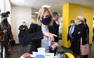 Agnès Pannier-Runacher, secrétaire d'Etat et candidate aux régionales dans les Hauts-de-France est au coeur d'une polémique concernant son conjoint et sa candidature.
