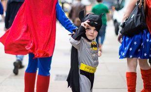 Un enfant déguisé en Batman au Comic Con de Manchester, Royaume-Uni, le 20 juillet 2017