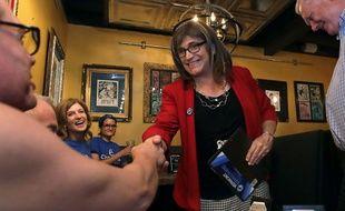 En cas de victoire en novembre,  Christine Hallquist sera la première femmetransgenreélue gouverneure aux Etats-Unis