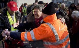 Jean-Luc Mélenchon rend visite aux ouvriers de l'usine Arkema, à Saint-Fons (Rhône), le 7 février 2012.