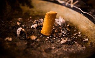 Illustration d'une cigarette écrasée.
