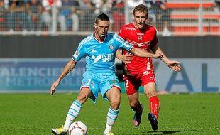 Morgan Amalfitano (ici aux prises avec le Valenciennois Durcoutioux) est sous contrat avec l'OM jusqu'en juin 2015.