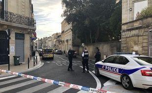 Une femme a été tuée par balle par un policier, alors qu'elle venait de poignarder un de ses collègues, ce lundi soir à Bordeaux.
