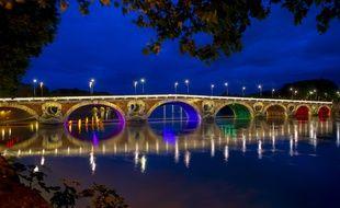 Comme l'an dernier, le Pont-Neuf sera illuminé aux couleurs arc-en-ciel à l'occasion de la Marche des Fiertés.