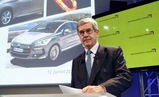 """Le président du directoire de PSA Peugeot Citroën Philippe Varin, dont le groupe a annoncé jeudi un plan de suppression de 8.000 postes en France, s'est prononcé pour une baisse """"massive"""" du coût du travail en France."""