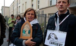 Des manifestants catholiques devant Vincent Lambert