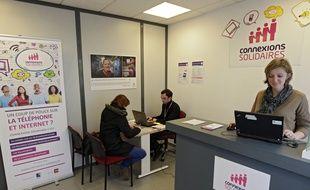 Lille, le 18 fevrier 2015. Emmaus Connect a ouvert un point d'accueil Connexions solidaires dans le quartier de Waezmmes.