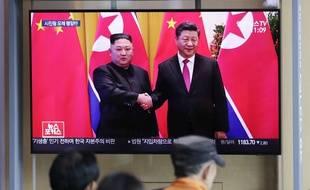 Xi Jinping et Kim Jong-un à la télévision coréenne, à Séoul le 18 juin 2019.