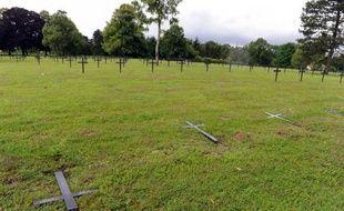 Le tribunal correctionnel de Charleville-Mézières a condamné mercredi deux jeunes majeurs à 6 mois de prison avec sursis pour avoir dégradé des tombes de soldats allemands à Saint-Etienne-à-Arnes (Ardennes) avant les célébrations de la réconciliation franco-allemande, a-t-on appris de source judiciaire.
