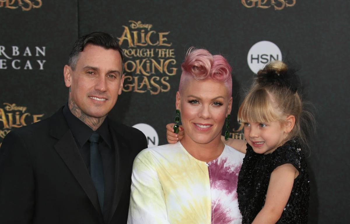 Carey Hart, Pink et leur fille Willow à Los Angeles – WENN
