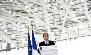 Le président François Hollande prononce son discours lors de l'inauguration du Mémorial ACTe consacré à l'esclavage, le 10 mai 2015 à Point-à-Pitre (Martinique)