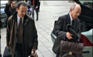 """Dans la chasse au corbeau de Clearstream, des """"corneilles"""" pourraient bien mener au mystérieux dénonciateur après la découverte de traces ADN féminines sur les courriers anonymes adressés au juge Renaud van Ruymbeke en mai et juin 2004."""
