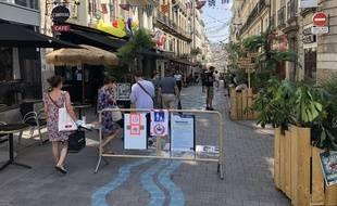 La rue Jean-Jacques Rousseau à Nantes, piétonne et donc très fréquentée pendant l'été