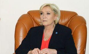 Marine Le Pen, candidate Front national, à l'aéroport de N'Djamena au Tchad, le 21 mars 2017