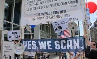 Des manifestants contre le programme de surveillance américain, à Berlin, le 27 juin 2013.