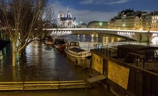Crue de la Seine près de Notre-Dame-de-Paris le 10 janvier 2018 .