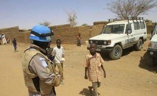 Un casque bleu au Darfour, le 17 juin 2013