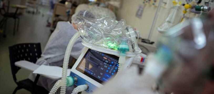 L'intubation est rendue plus difficile par les problèmes de foie. (Illustration)