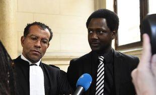 Souleymane Sylla et son avocat Jim Michel-Gabriel au Palais de Justice de Paris, le 3 janvier 2016.