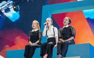 La Danoise Leonora, entourée de ses deux choristes, lors de sa première répétition sur la scène de l'Eurovision, le 6 mai 2019.