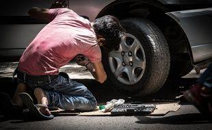 Les garagistes sont dans l'obligation de proposer des pièces d'occasion à leur client pour remplacer les éléments endommagés. C'est à l'automoboliste de choisir s'il veut une pièce neuve ou de seconde main.