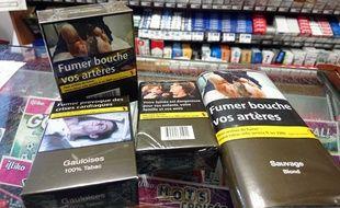 Un fumeur de cigarettes sur cinq, parmi les adultes, s'est procuré son tabac lors de son dernier achat ailleurs que dans un bureau de tabac en France en 2018, essentiellement dans des pays frontaliers, d'après une étude publiée mardi.